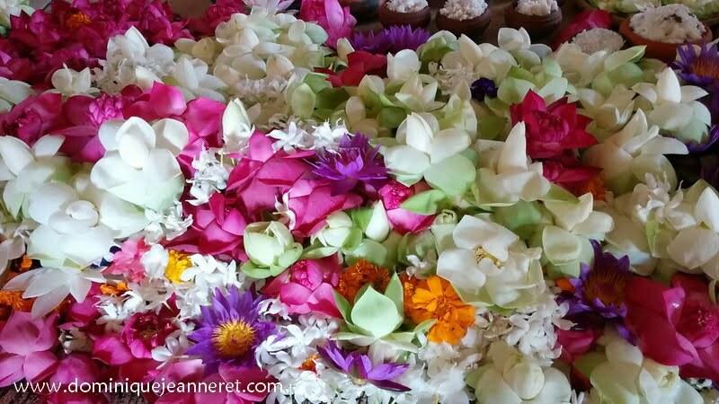 Fleurs en offrande au temple