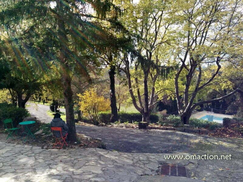 Moment d'introspection en plein air, Hameau de l'Étoile près de Montpellier